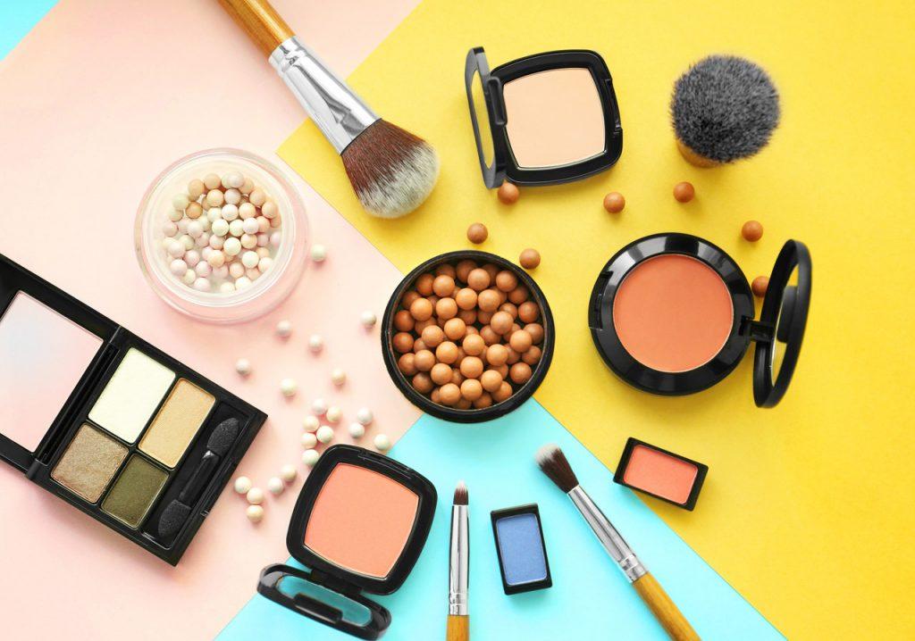 Curso online bonificado Cosméticos decorativos, útiles y materiales empleados para el maquillaje social