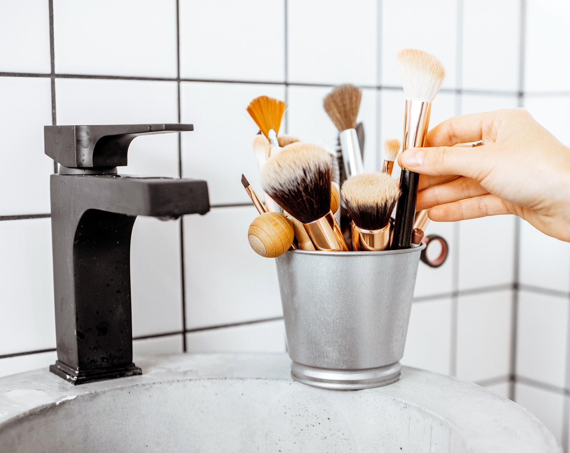Curso online bonificado Higiene, desinfección y esterilización aplicadas a los procesos de maquillaje social
